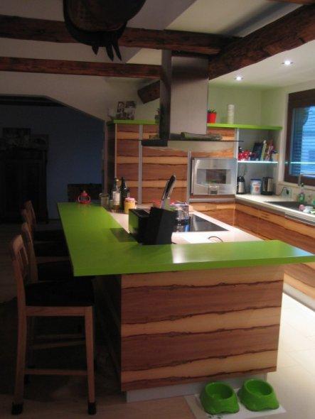 Miele Nachbau-mit grüner Bar und Satin Nuss Furnier
