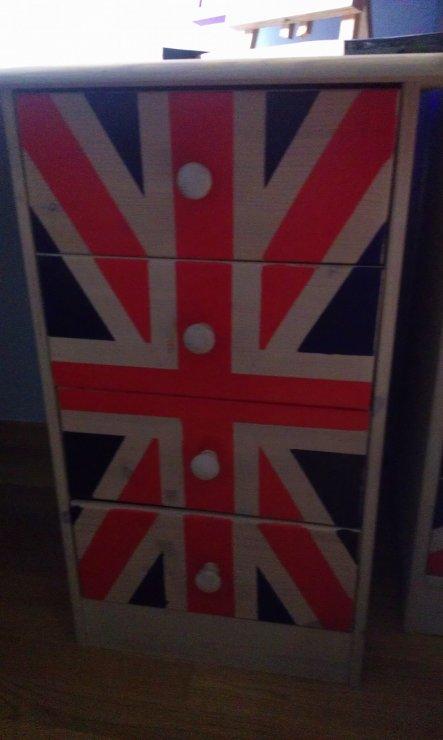 Hier nochmal die angebracht Englandflagge am Schreibtisch von nah.