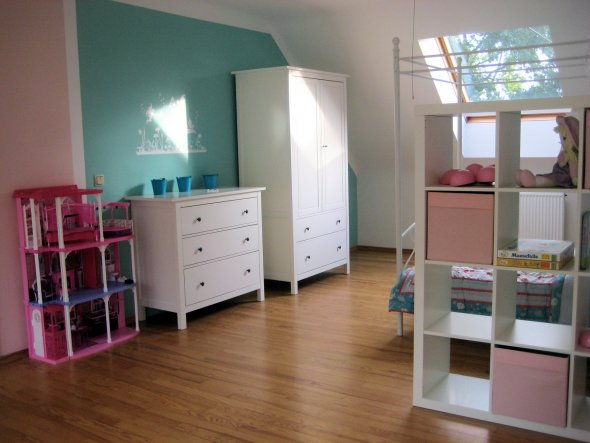 kinderzimmer 39 zeitloses prinzessinenzimmer 39 selbstrenoviertes 50er jahre haus zimmerschau. Black Bedroom Furniture Sets. Home Design Ideas