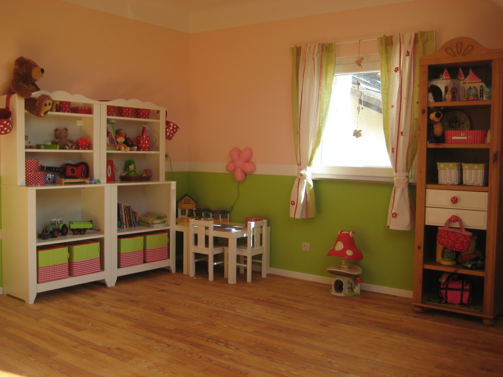 kinderzimmer 39 rosa gr ner m dchentraum 39 selbstrenoviertes 50er jahre haus zimmerschau. Black Bedroom Furniture Sets. Home Design Ideas