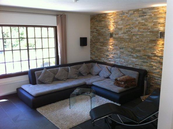 wohnzimmer mit steinwand grau. Black Bedroom Furniture Sets. Home Design Ideas