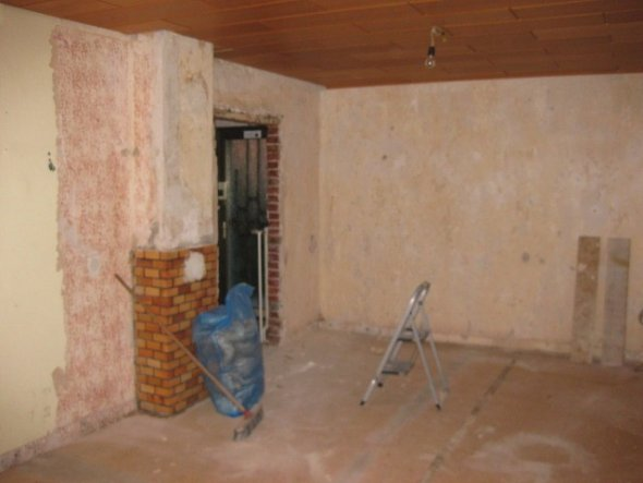 die ersten arbeiten sind erledigt tapeten sind runter die - Wohnzimmer Erdtne