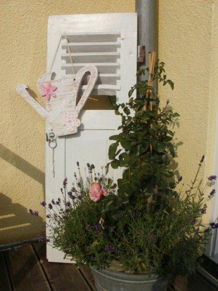 """Bei mir hat die """"Riesengießkanne"""" von Silvana ein neues zu Hause gefunden. Sie paßt perfekt und ich liebe rosa. Danke nochmals liebe Silvana"""