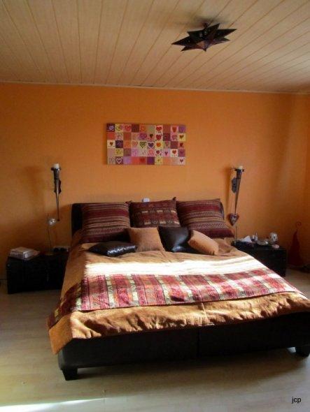 schlafzimmer unser reich von feuerkrokodil 22935 zimmerschau. Black Bedroom Furniture Sets. Home Design Ideas