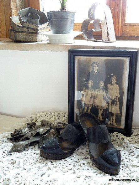 Meine Oma mit Ihren Zwillingsschwestern und ihrer Mutter - das Bild begelitet mich schon ein Leben lang