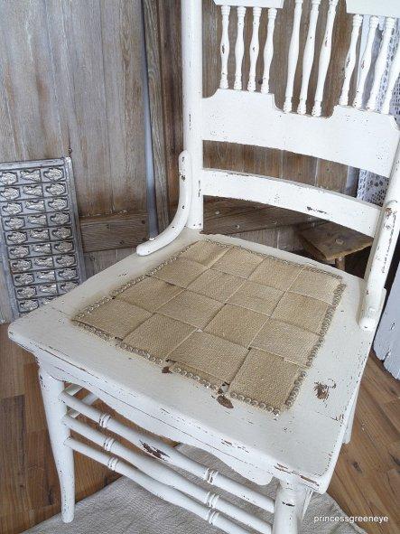 die Sitzfläche habe ich aus altem Gurtband gefertigt.