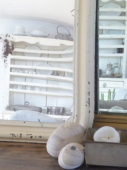 Diesen traumhaften Spiegel mit seinem alten lack hab ich bei Lana gefunden