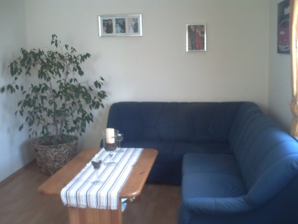 Unser Wohnbereich. Das Sofa mag ich einfach nicht mehr leiden, auch fehlt mir noch die moderne Art. Ich hoffe, ich finde bald was passendes und das Ge