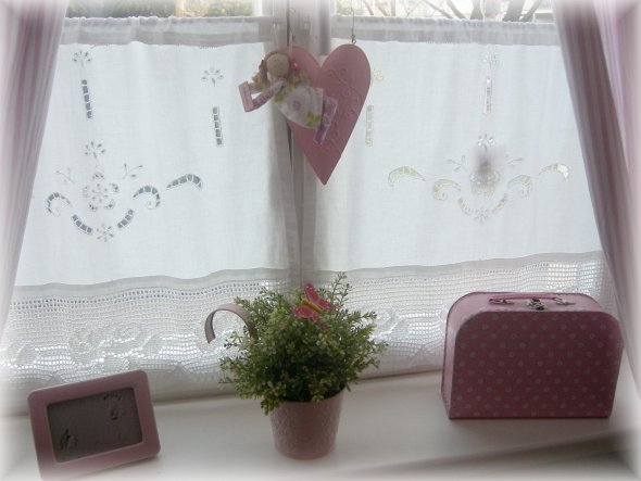 rosa Deko-Fensterbank