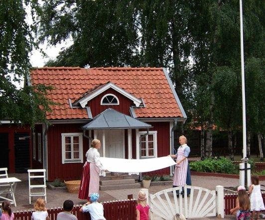Astrid Lindgren Värld - für unsere Kids ein Highlight.Sie lieben die Kinder von Bullerbü, Michel und Pippi :))