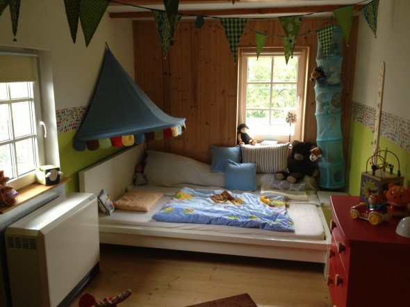 kinderzimmer 39 buntes kinderzimmer 39 m chtegern landhaus. Black Bedroom Furniture Sets. Home Design Ideas