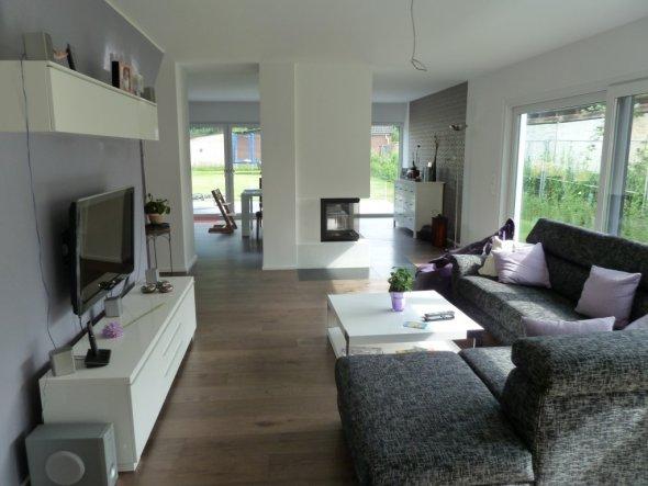 grosses wohnzimmer farblich gestalten raum und. Black Bedroom Furniture Sets. Home Design Ideas