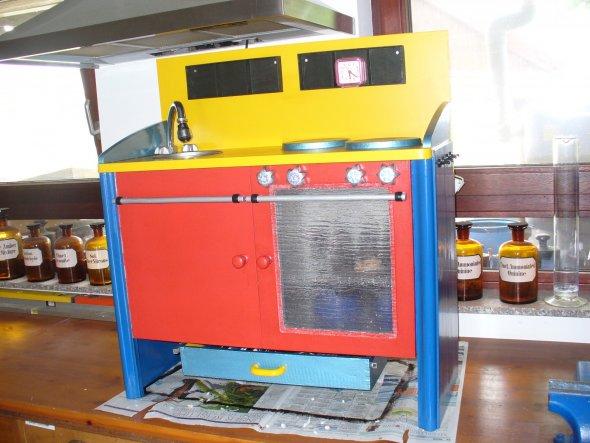 Marvins Küche, mein Eigenbau! War mal ein alter Schrank vom Sperrmüll....