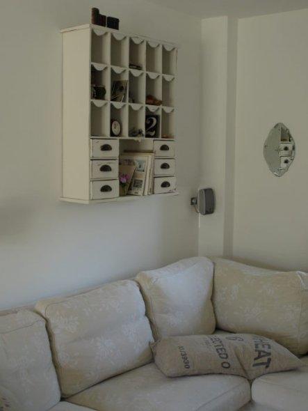 11.05.2011 Das neue Wandregal über dem Sofa
