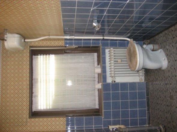 So sah unser Bad vor der Renovierung aus.  Ich sag nur 1960 und nie wieder etwas daran gemacht.