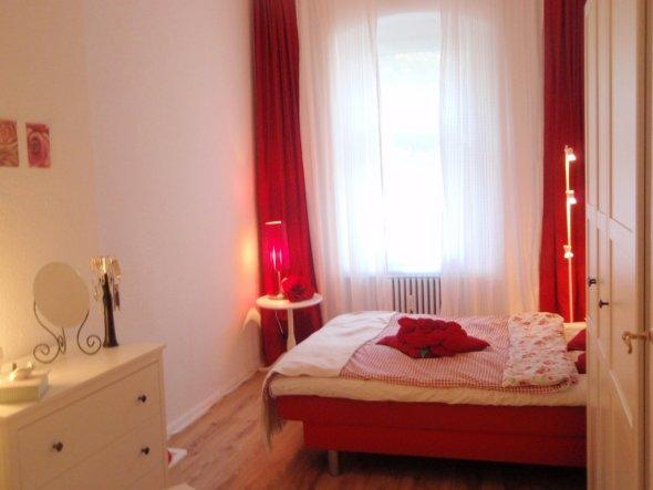 schlafzimmer 39 romantisches schlafzimmer 39 meine erste eigene wohnung zimmerschau. Black Bedroom Furniture Sets. Home Design Ideas