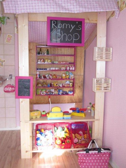 Den Kaufladen haben wir spontan zu Ihrem 3.Geburtstag gebaut...  Fast alles Reste aus dem Keller ( Schuhregal, Bretter und alte Regale) wurden verbaut