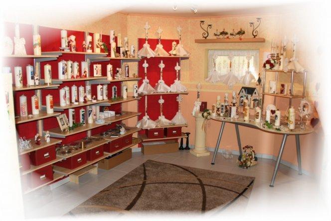 wieder Kerzenregal mit dem Blick auf den Hochzeitstisch