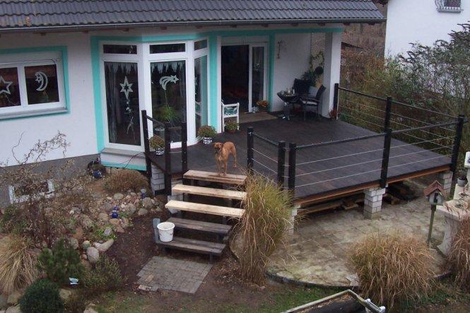 ...das war zur Weihnachtszeit.Die Terrasse ist ja noch nicht ganz fertig.Es fehlt hier noch das Geländer für die Treppe und eine Verkleidung für den U