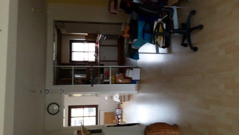 Der Blick in unsere Küche in unserem neuen Haus, vor der Renovierung. Sah ganz furchtbar aus.