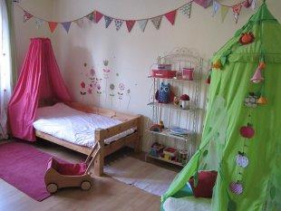 kinderzimmer 39 m dchenzimmer 39 die kleine welt einer berlinerin zimmerschau. Black Bedroom Furniture Sets. Home Design Ideas