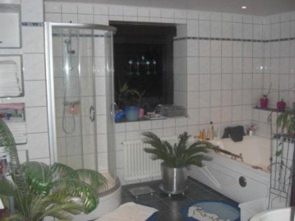 Runddusche und Badewanne