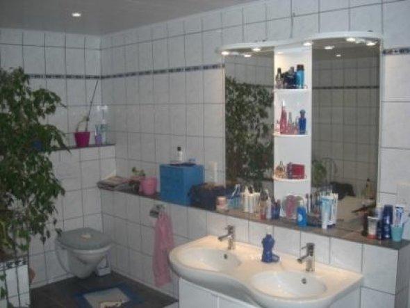 Doppelwaschbecken und WC