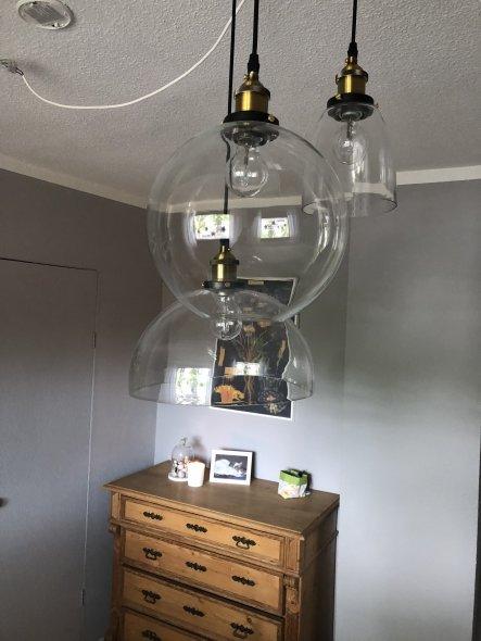 Für die Beleuchtung habe ich mich für 3 Glaslampen entschieden. Die sind von eBay. Ich finde sie sehen wirklich toll aus.  Vielleicht mache ich