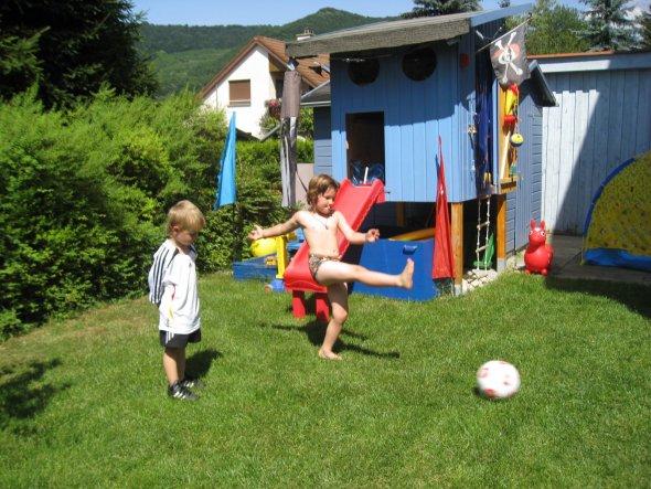 Das Piratenspielhaus im Sommer