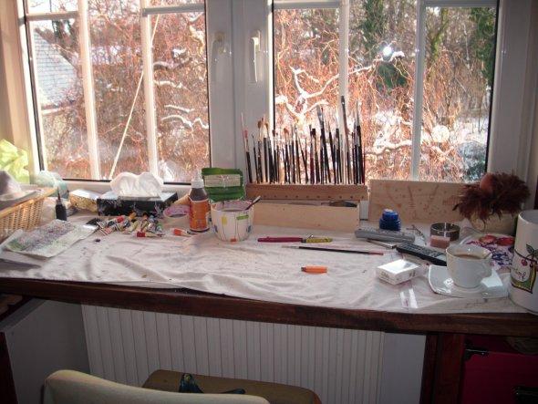 Hier kann ich Töpfern und Malen und habe dabei den Blick in den Garten