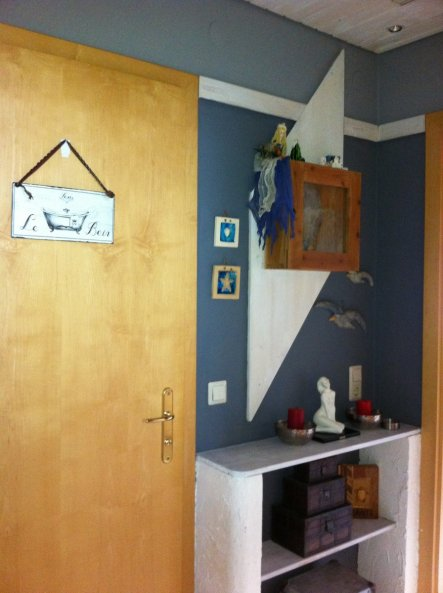 Nov.2011 Grau und Weiß - die Türen sind als nächstes dran, auch sie sollen im Frühjahr weiß lackiert werden (davor fürchte ich mich schon)
