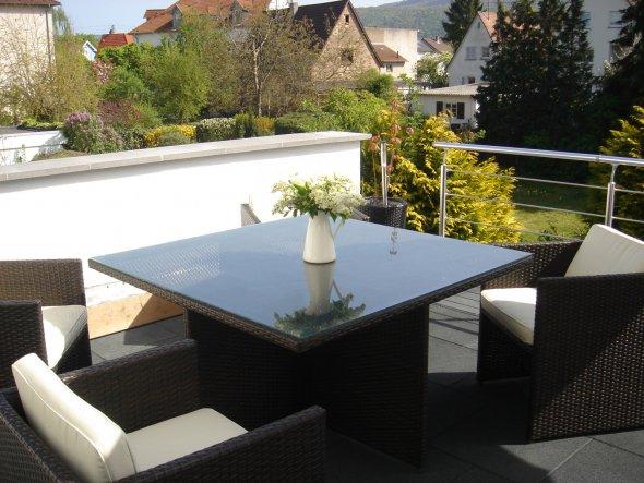 terrasse balkon 39 frischluft 39 m dchentraum zimmerschau. Black Bedroom Furniture Sets. Home Design Ideas