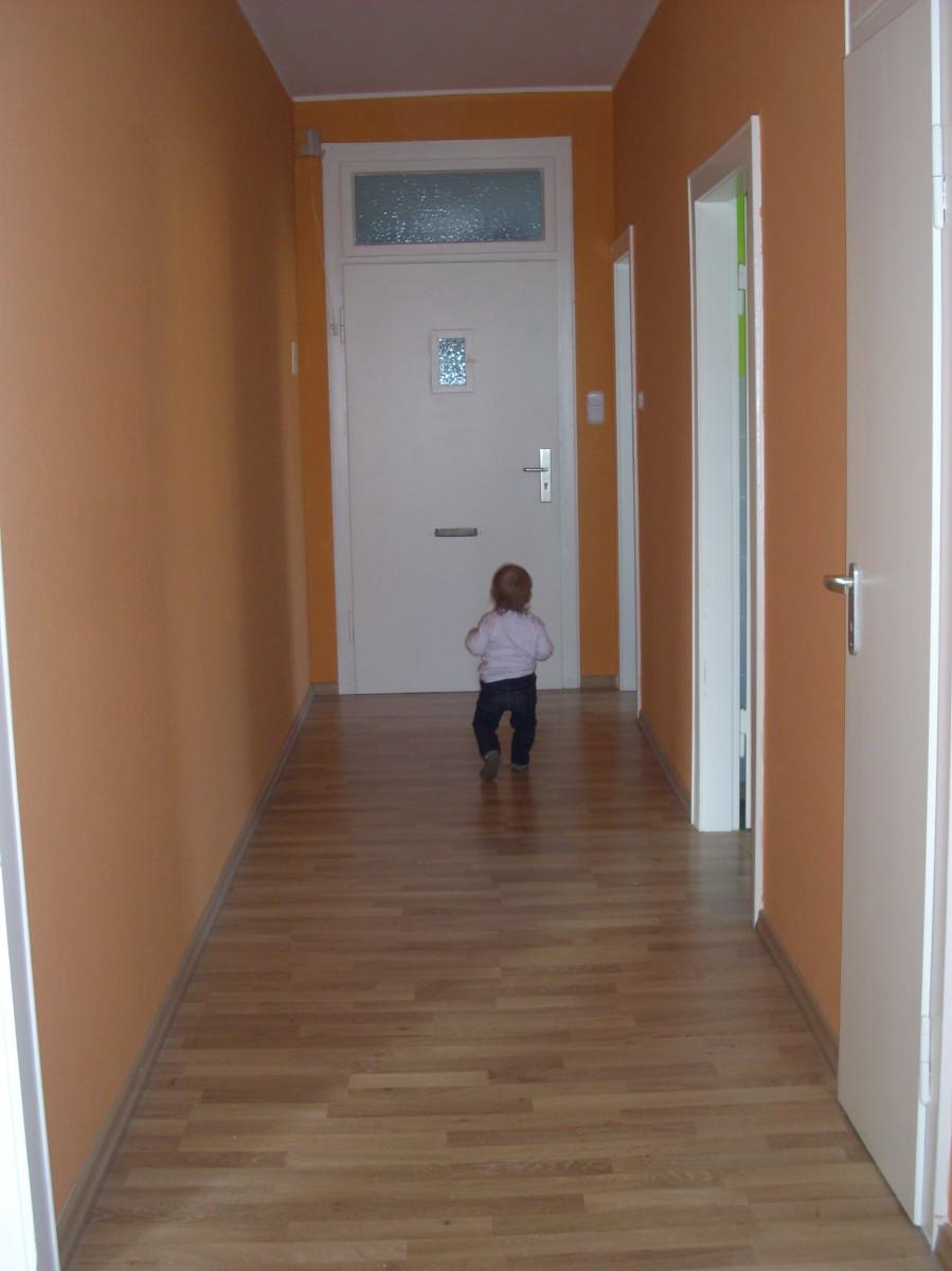 flur diele 39 flur 39 leere villa kunterbunt zimmerschau. Black Bedroom Furniture Sets. Home Design Ideas