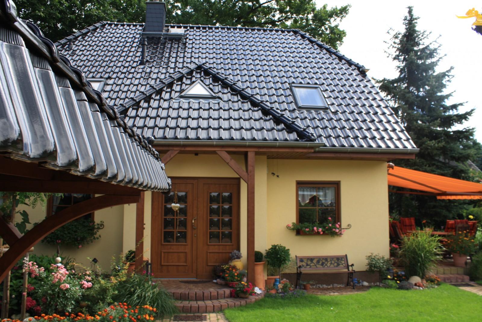 Hausfassade au enansichten 39 haus 39 landhaus zimmerschau for Hausfassade braun
