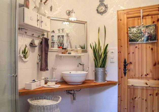 bad 39 g ste wc 39 landhaus zimmerschau. Black Bedroom Furniture Sets. Home Design Ideas