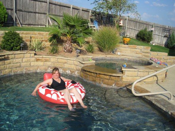 Vor dem Haus und Pool