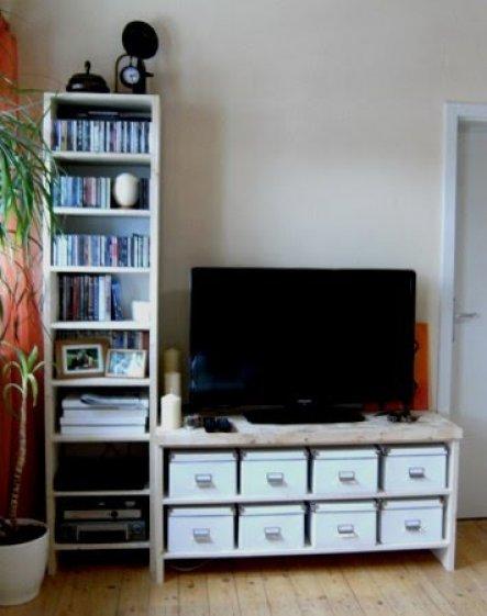 """Vor 1 1/2 Jahren mussten wir uns einen neuen Fernseher anschaffen. Der bisherige hatte seinen Platz in einem """"umgebauten"""" Stehpult gefunden."""