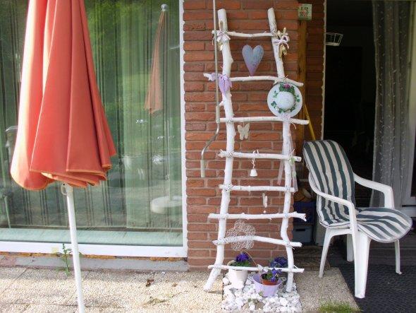 jetzt eine Leiter etwas größer nur zur Deko