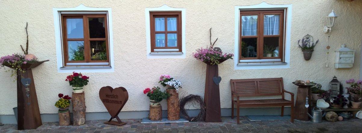 Hofseite vom Haus mit meinen geliebten rostigen Eisensäulen