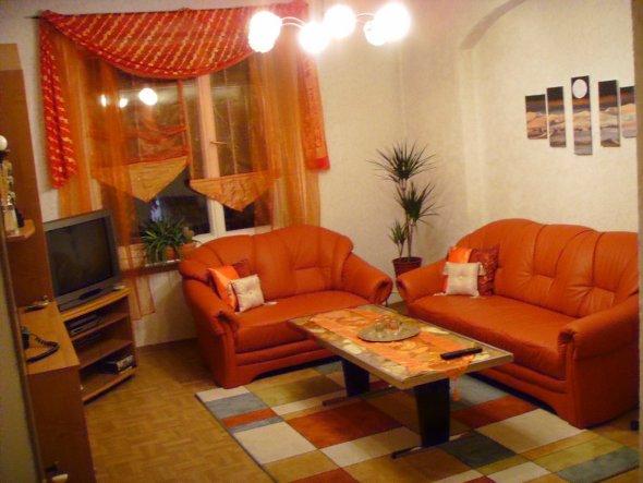wohnzimmer orange dekorieren. Black Bedroom Furniture Sets. Home Design Ideas