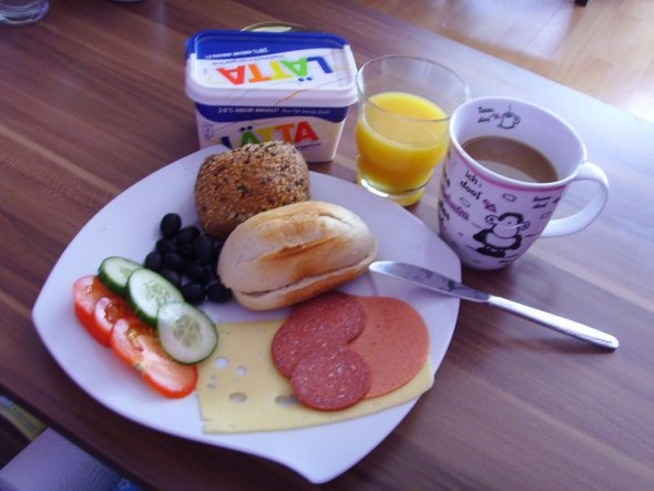 Frühstück... (sieht meistens so aus, ich nehm mir immer viel Zeit zum frühstücken)