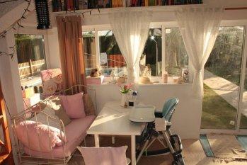 landhaus terrasse balkon wohnideen einrichtung neueste beispiele zimmerschau. Black Bedroom Furniture Sets. Home Design Ideas