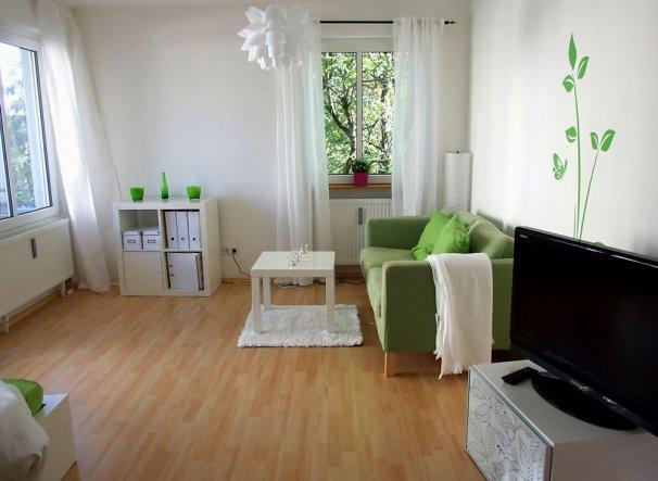 wohnzimmer 39 wohnen schlafen 39 klein aber fein zimmerschau. Black Bedroom Furniture Sets. Home Design Ideas