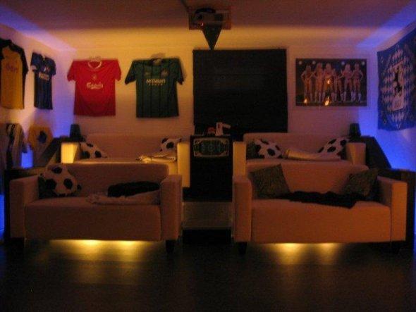 hobbyraum 39 fu ballkeller 39 unser haus zimmerschau. Black Bedroom Furniture Sets. Home Design Ideas