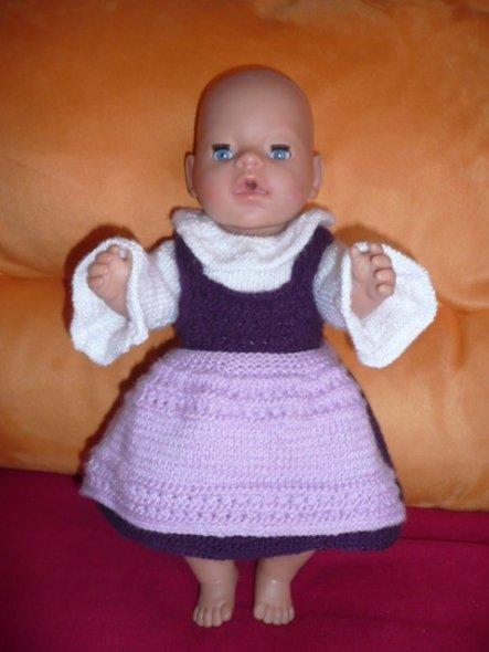 Darf ich vorstellen... Lilly, die große Puppentochter meiner Tochter. Für sie und Emma (die kleine Puppenschwester) stricke ich gerne süße Sach