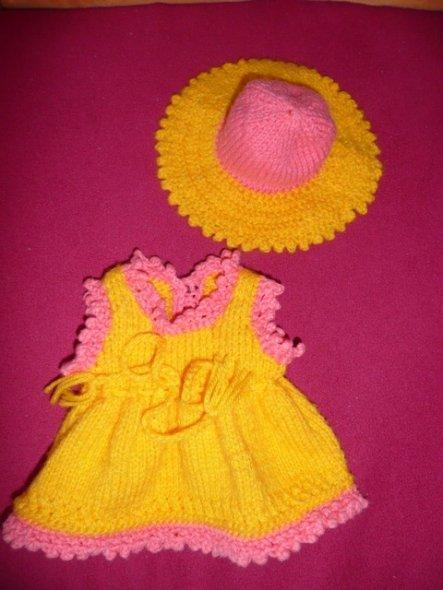 dieses Kleidchen mit Hut sind für Emma ;o), die aber gerade mit ihrer Mama im Kindergarten ist ;o)