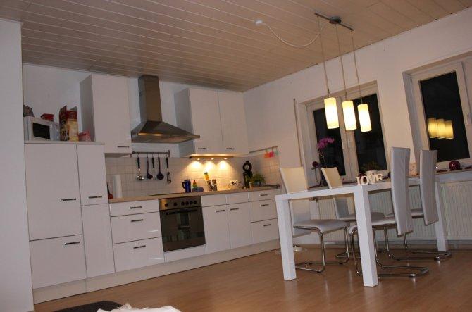 Meine kleine Küche mit Essbereich.