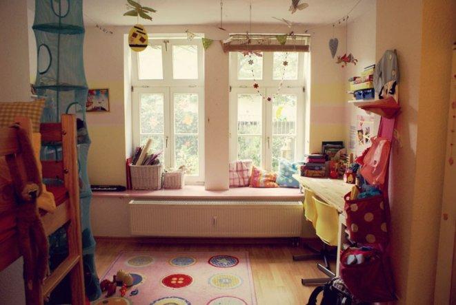 Das momentane Kinderzimmer der Mädchen. Wir planen demnächst einen Umstrich, können uns aber noch nicht recht wegen der Farben entscheiden, da das Zim