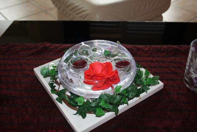 Eine Rose ist immer auf unseren Tisch.