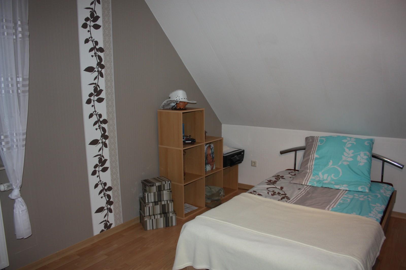 schlafzimmer jugendzimmer lattenroste diy ikea schlafzimmer fronten wei e bettw sche mit blumen. Black Bedroom Furniture Sets. Home Design Ideas